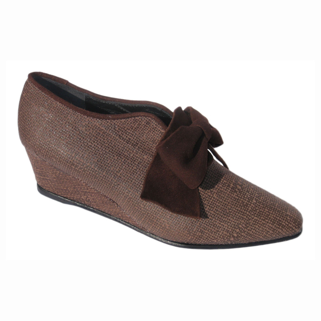 Vivienne + Wedge Brown Hessian + Ginney Bow
