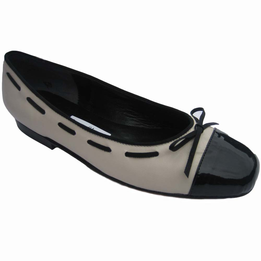 Margot + Flat  Bone Calf Blk Kid + Toe Cap + Piping + Threading